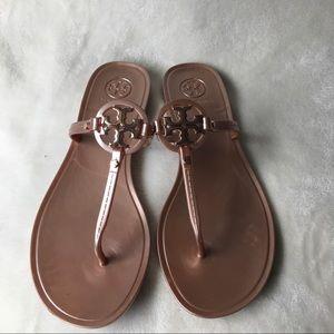 😍 Tory Burch-Slip-On Logo Sandal 😍